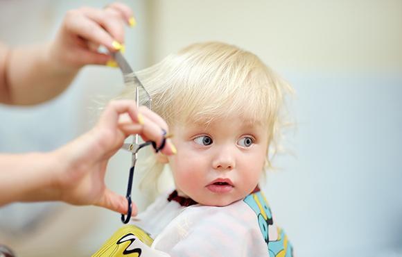 coupe cheveux bébés